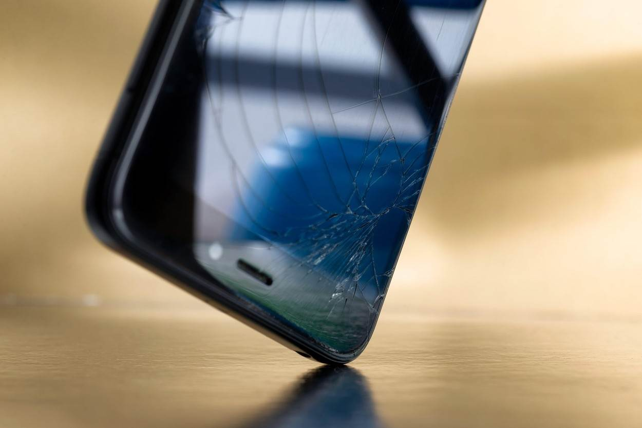 dial;damage;shoes;dented;business;dirty;hold;insurance;holding;dropped;phone;accident;mobile;broken;crash;cell;cellphone;smartphone;technology;telephone;black;device;digital;display;glass;modern;repair;screen;smart;white;background;concept;equipment;crack;gadget;scratch;touch;wreck;object;bad;view;touchscreen;man;driver;male;collision;hand;drop;concrete;communication;alamyunknown;NOT_EDITORIAL_ONLY