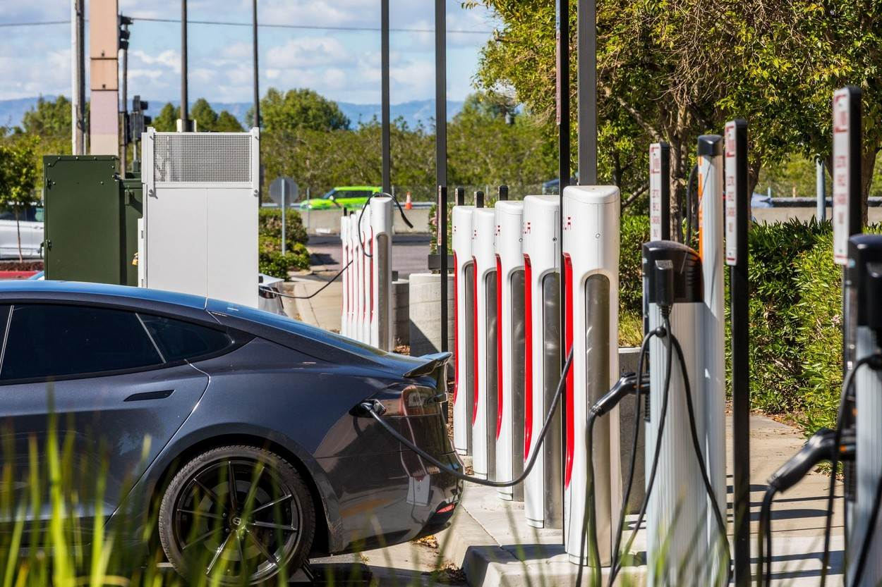 hybrid;car;power;electric;charger;electricity;plug;green;technology;energy;station;battery;vehicle;eco;automobile;charge;recharge;socket;future;electrical;ecological;supply;charging;modern;transport;recharging;refueling;public;tesla supercharger;chargepoint;NOT_EDITORIAL_ONLY;alamyunknown