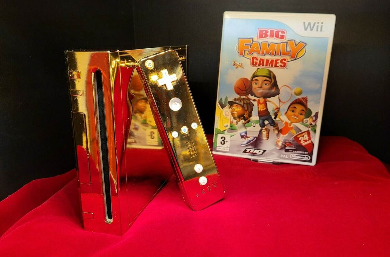 24k;gold;plated;Wii;games;video;console;royal;Queen Elizabeth