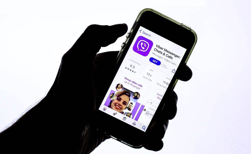 economy;business;logo;logos;sign;brand;technology;online;smartphone;cellphone;mobile phone;phone;device;application;applications;app;apps;hand;hands;holding phone;hold phone;holds phone;rakuten viber;Spain;news;category_code_i