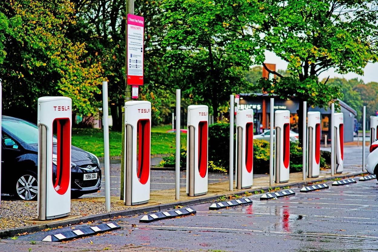 cars;motoring;fossil free fuels;Electric Car Charging Points;technology;Tesla;NOT_EDITORIAL_ONLY;alamyunknown