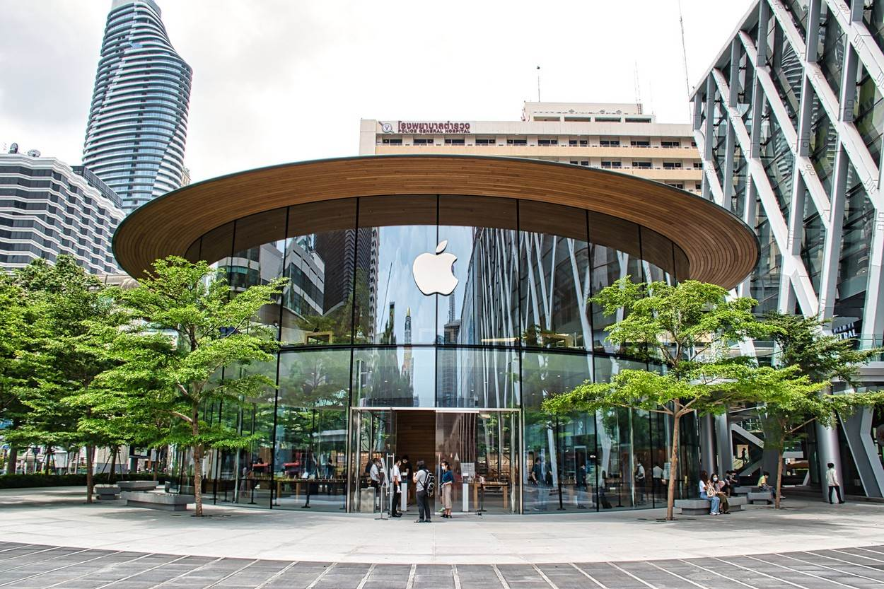 apple;apple iphone;apple store;apple store central world;apple watch;architecture;asia;background;bangkok;brand;building;business;cellphone;central world;city;communication;company;computer;consumer;convenience store;design;economy;editorial;electronics;exterior;glass;icon;imac;invention;landmark;logo;mac book;mall;mobile;modern;new;outdoor;phone;retail;service;shop;shopping center;store;symbol;tech;technology;thailand;tourism;urban