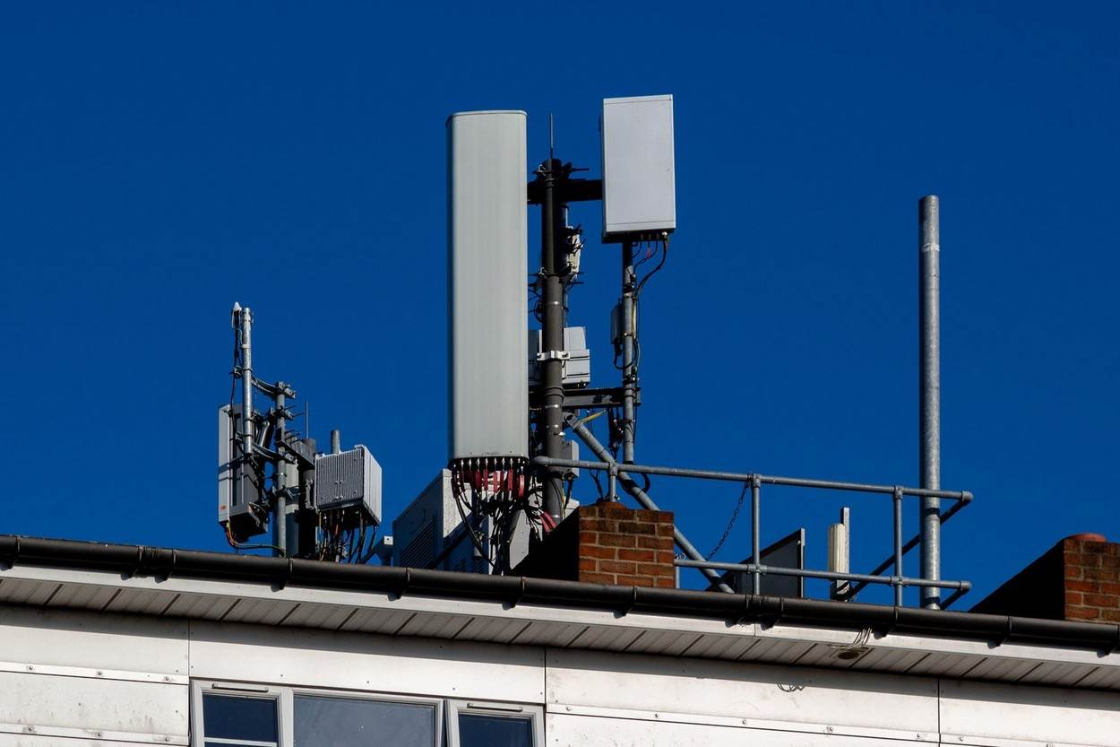 5G network;5G mast;mobile phone tower;cell phone tower;mobile network;mobile phone antenna;mobile phone mast;cell phone mast;telecommunications equipment;cell network;cellular network;telecommunications;mobile phone signal;phone signal;cell phone antenna;4G network;4G mast;NOT_EDITORIAL_ONLY;alamyunknown
