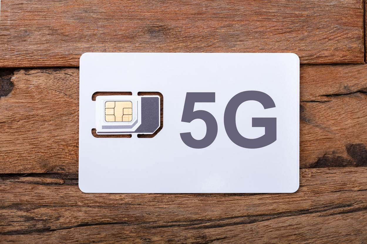 5g;sim;card;mobile;phone;chip;prepaid;simcard;call;security;service;operator;sms;micro;cellphone;microchip;network;number;technology;device;electronic;telephone;internet;information;wireless;macro;communication;object;cellular;connection;sim card
