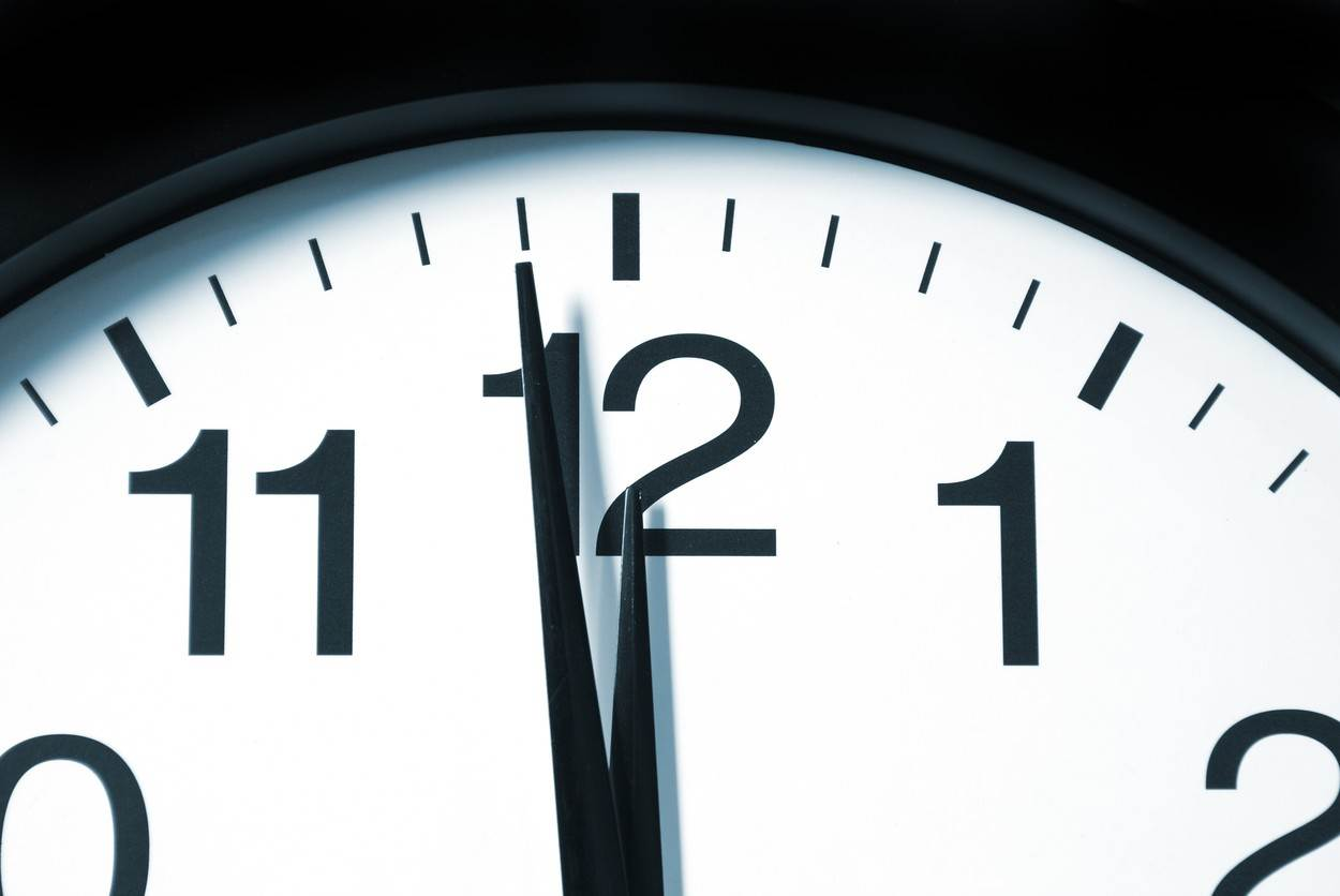 12;black;break;clock;clockface;clocks;countdown;day;hour;lunch;lunchtime;midnight;minute;moment;new;noon;numbers;numerals;oclock;pointer;second;ticking;time;timepiece;twelfth;twelve;wall;white;year