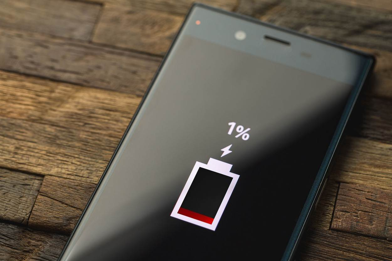 1;android;battery;battery icon;battery level;battery mark;battery warnings;black;charger broken;charging;dry batteries;electric;energy;energysaving;grain;icon;lcd;mobile;mobile phone;power;powersaving;red;reduced;remaining amount mark;save;screen;smartphone;smartphone charger;the lowbattery;the remaining one;the rest;warning;wear and tear;while charging;wood back;wood background;wood table