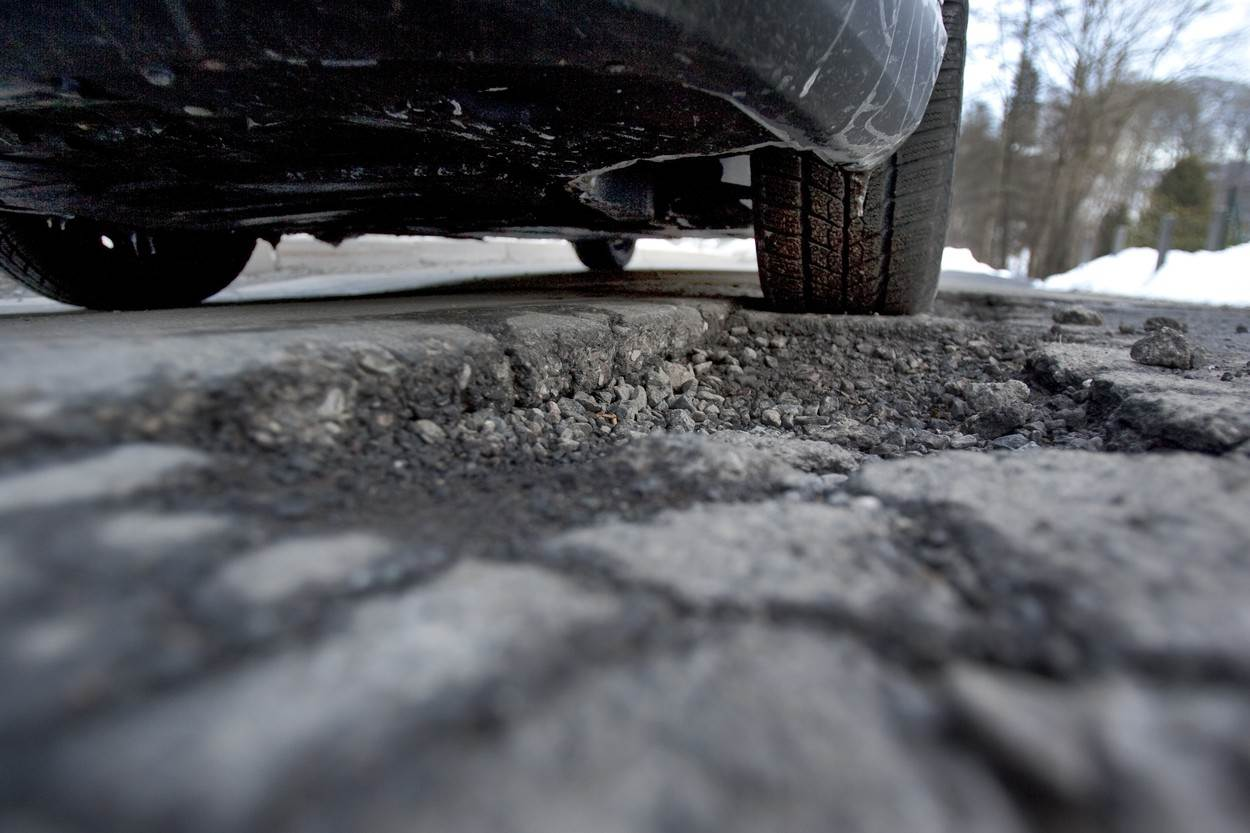 Road mastery;road condition;pothole;road;road traffic;asphalt;roadway;pavement;tar;frost damage