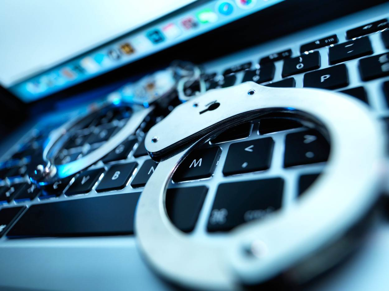computer;computer crime;computer evidence;crime;crime scene;cyber crime;evidence;evidence bag;evidence collection;examination;forensic;forensic evidence;forensic science;forensics;indoors;investigation;keyboard;laptop;no one;no-one;nobody;online fraud;scene of crime;technological;technology;file highjacking;hacking;network security;cyber attack;hand cuffs;protection.;category_code_science;category_code_&;category_code_technology
