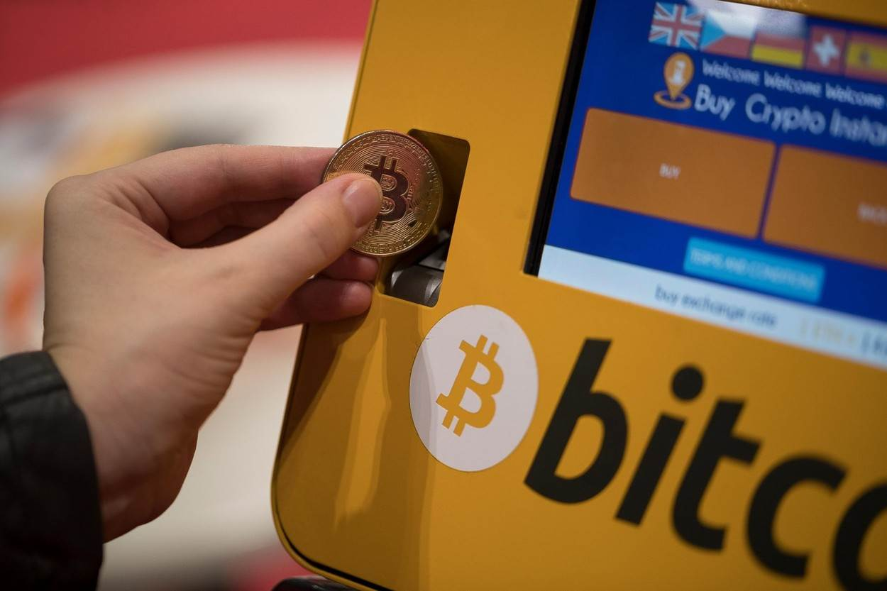 bitcoin;cash;atm;machine;cryptocurrency;btc;coin;deposit;blockchain;money;exchange;currency;point;binary;mining;gold;withdraw;business;finance;online;internet;private;secure;payment;transaction;transfer;market;trade;savings;banking;withdrawal;digital;crypto;metal;hand;put;insert;pay;alamyunknown;NOT_EDITORIAL_ONLY