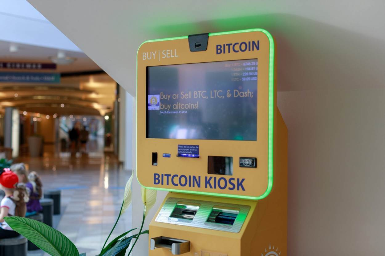pdx;portland;oregon;iconic;street;cityscape;usa;united states;america;bitcoin machine;ATM;machine;Bitcoin;Shopping;mall;pioneer;atm machine;crypto;money;shop;bitcoin security;coin;market;coins;bit coin;digital;btc;crypto currency;currency;qr code;cash;technology;alamyunknown;NOT_EDITORIAL_ONLY