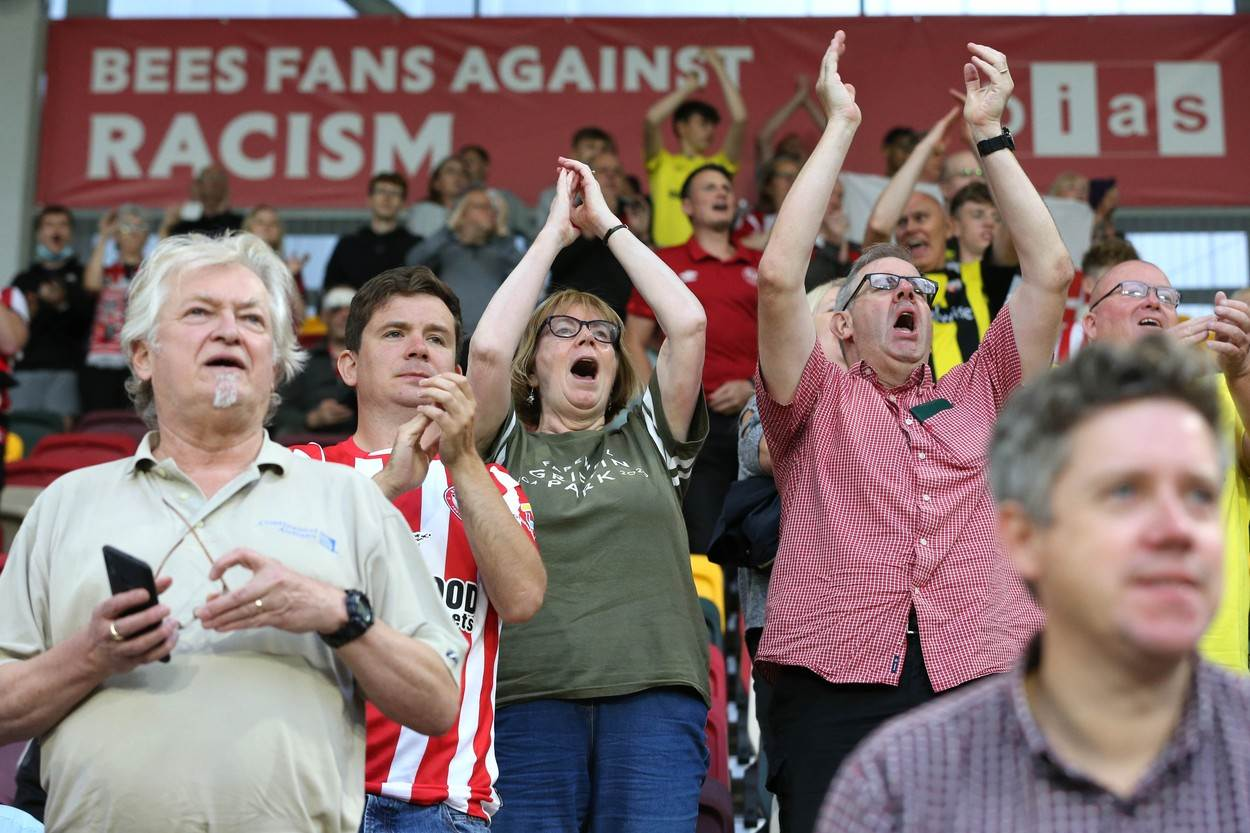 BRENTFORD;V;ARSENAL;PREMIER;LEAGUE;FOOTBALL;COMMUNITY;STADIUM;LONDON;UNITED;KINGDOM;13;AUG;2021;SUPPORTERS;WITH;A;BEES;FANS;AGAINST;RACISM;SIGN;BACKGROUND;DURING;VS;AT;13TH;AUGUST;SOCCER;13/08/2021;FOOTBALLER;PLAYER;Sport;Football Player;Sportsperson;Personality;102958306
