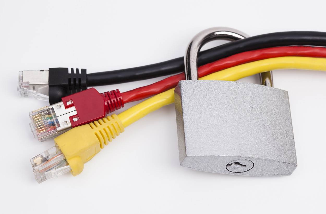 cable;network cable;black;red;yellow;germany;closed;security;data protection;concept;RJ45;network;encryption;Internet;protection;private;protect;defense;confidential;computer;access;protected;Germany