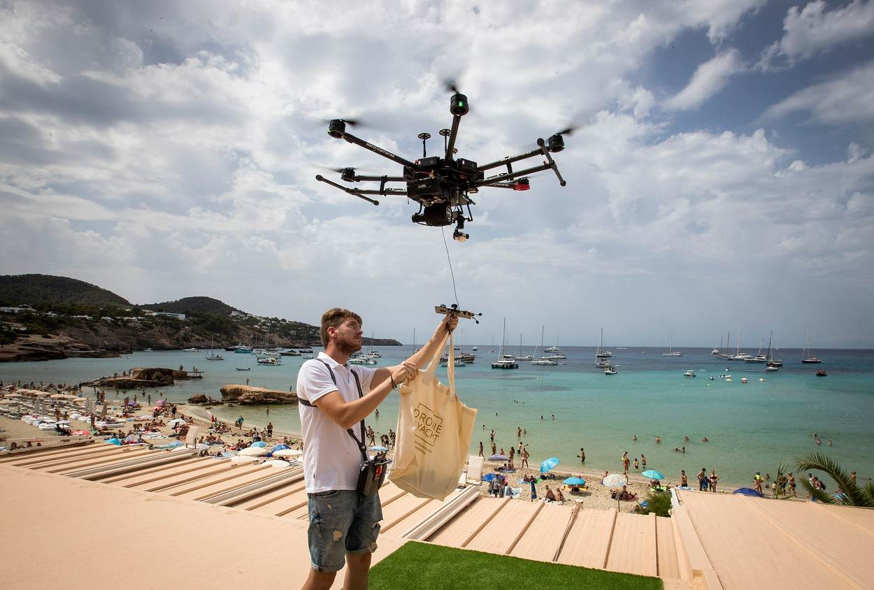 FOOD-DRINK;SCIENCE;TOPSHOTS;food and drink;lifestyle;lifestyle and leisure;science and technology;SPAIN;IBIZA;DRONE;FOOD;DELIVERY;category_code_lif;category_code_sci