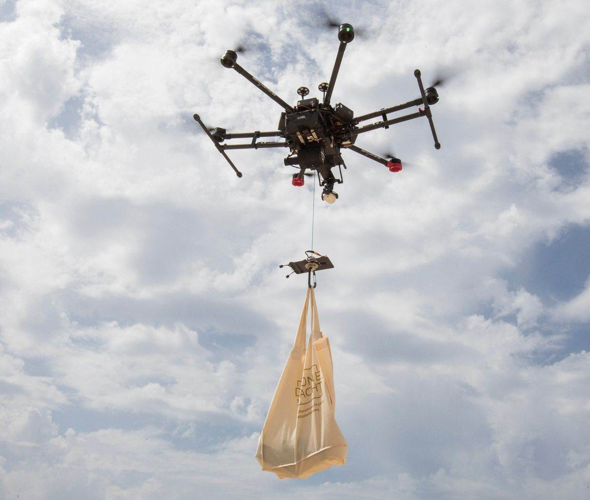 FOOD-DRINK;SCIENCE;food and drink;lifestyle;lifestyle and leisure;science and technology;SPAIN;IBIZA;DRONE;FOOD;DELIVERY;category_code_lif;category_code_sci