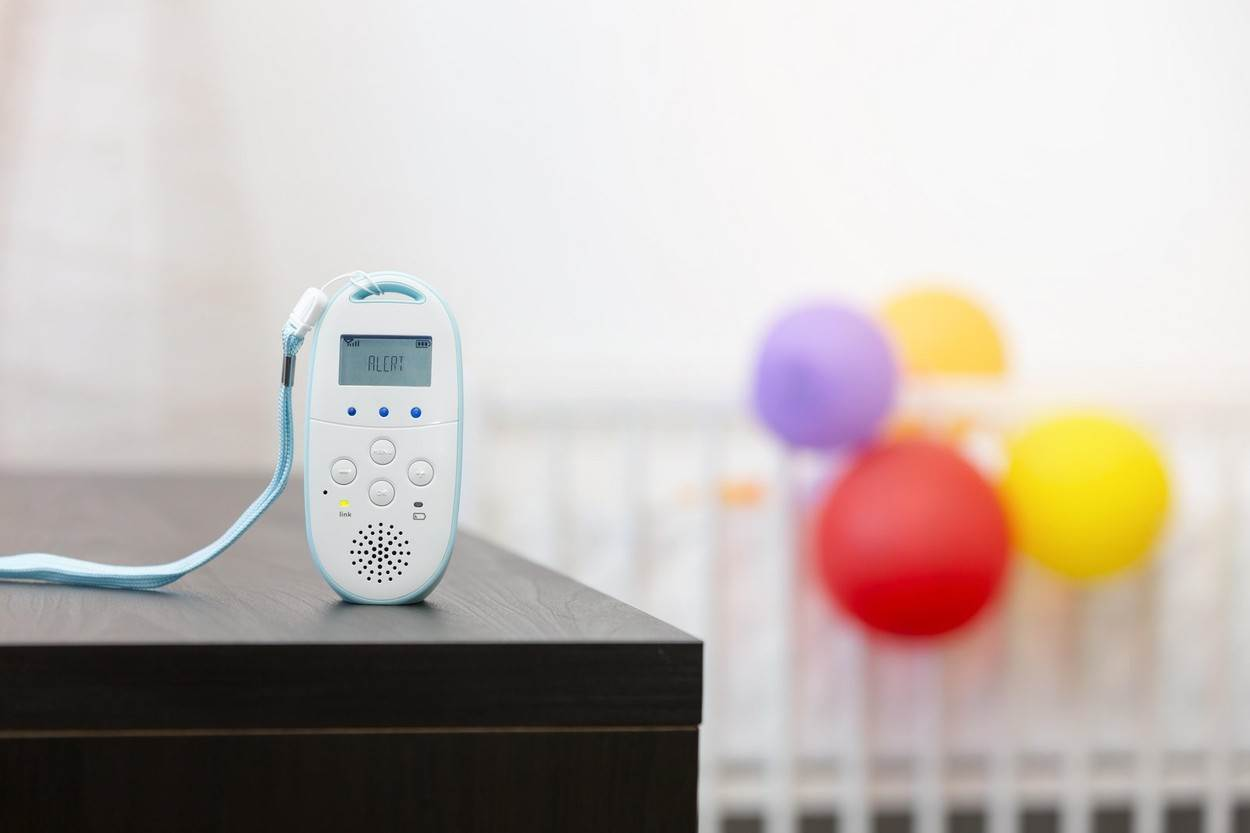 baby monitor security child safety alert care watch infant device wireless bed room nursery white parent remote cordless radio walkie talkie display transmitter communication microphone table balloon;baby monitor security child safety alert care bed;alamyunknown;NOT_EDITORIAL_ONLY
