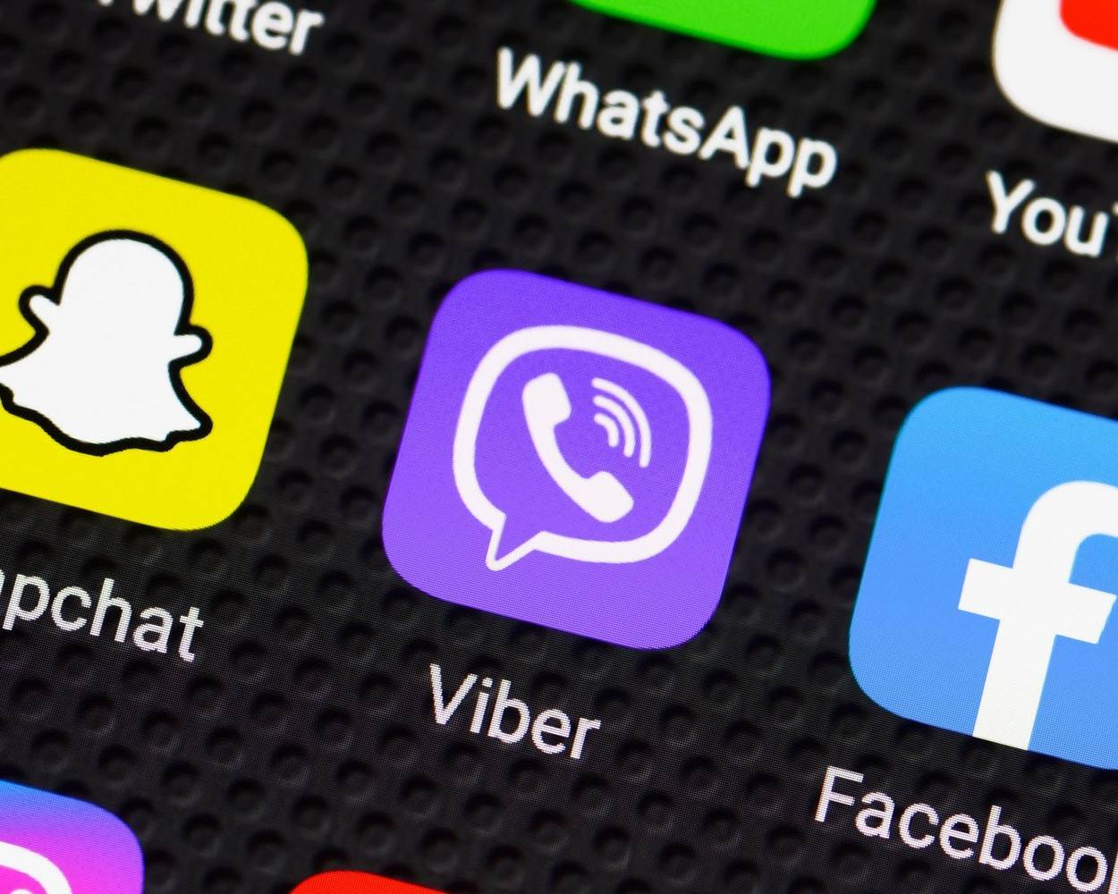 Viber;Viber Logo;Viber Icon;Viber App;Social Media;App;Apps;Icon;Logo;Application;Applications;Icons;Social Media App;Social Media Icons;Smartphone;Screen;Connectivity;Communication;Phone;Tablet;Mobile Phone;Connected;Communications;Concept;Social;Technology;Close Up;Black Background;Close-Up;Internet;Closeup;Nobody;No People;Horizontal;EDITORIAL_ONLY;alamyunknown