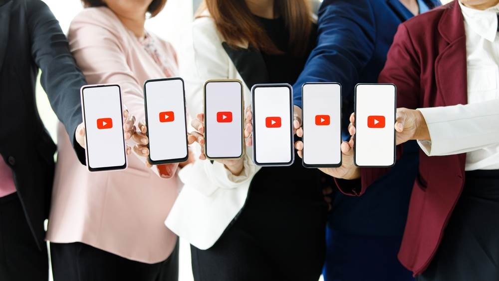 youtube,symbol,smartphone,woman,information technology,icon,show