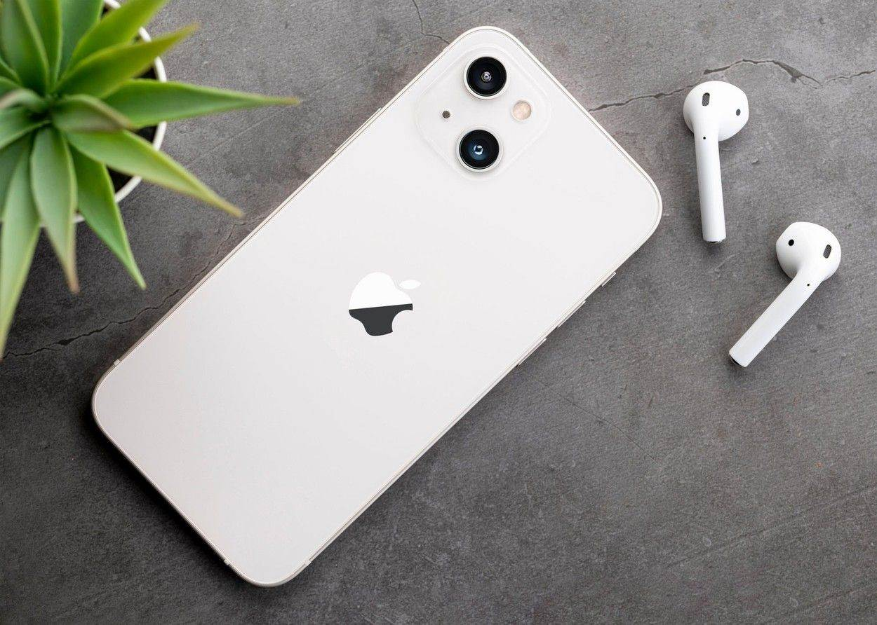 iphone 13;iphone 12s mini;iphone 13 mini;iphone 12s;new airpods;a15 bionic;airpods2;smart phone;airpods 2;touchscreen;5g;airpods;airpods pro;apple;background;camera;cellphone;concept;demo;design;device;digital;double lens;earbuds;earphones;editorial;mobile;modern;object;phone;phone mockup;pro;prototype;smart;smartphone;tech;technology;telephone;ultra wide lens;white;wireless earphones;EDITORIAL_ONLY;alamyunknown;627996473