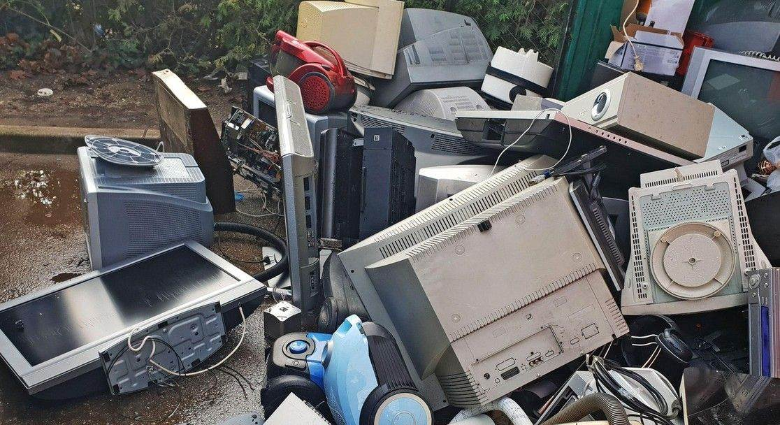 electronic;waste;junk;computer;trash;recycling;recycle;technology;environment;broken;garbage;equipment;old;scrap;heap;pollution;industry;pc;device;hardware;obsolete;phone;metal;rubbish;dump;pile;plastic;electrical;electronic waste;used;junkyard;computers;electronics;environmental;electrical waste;monitor;damaged;objects;electric;wire;ecology;e-waste;keyboard;NOT_EDITORIAL_ONLY;alamyunknown