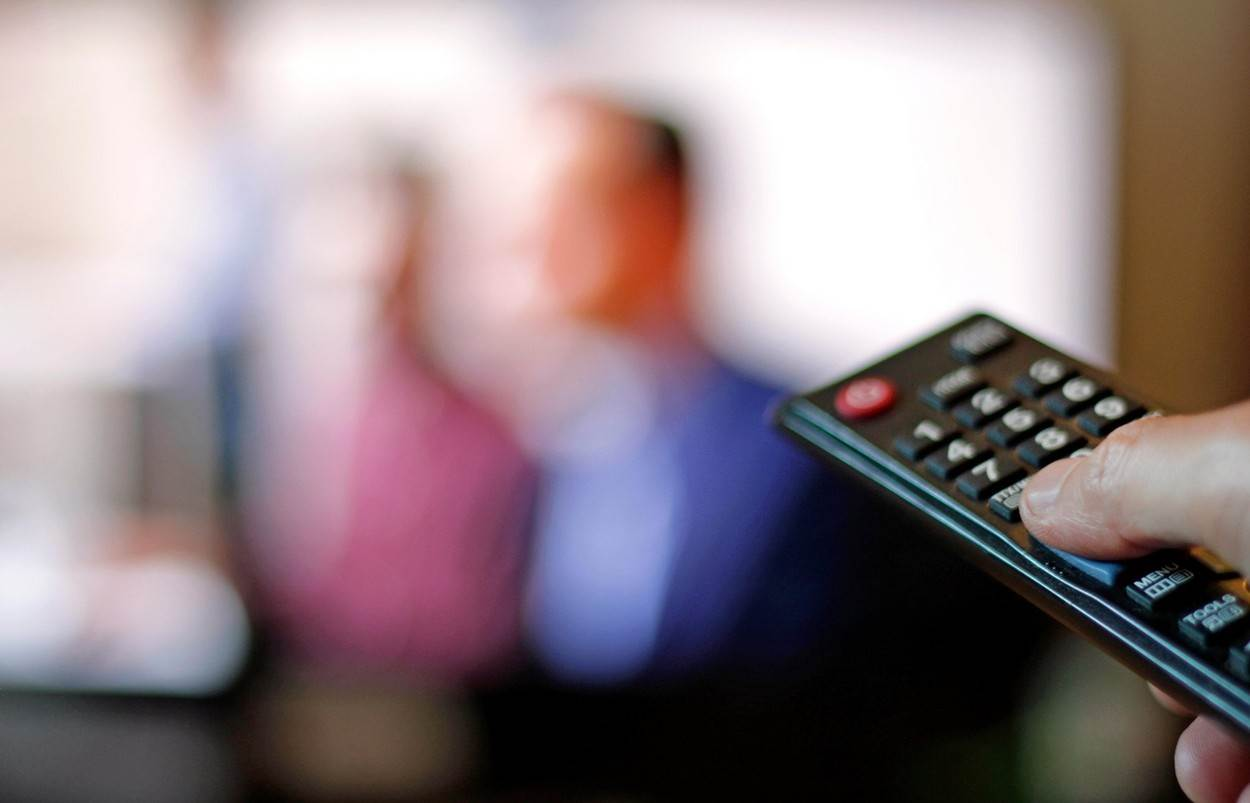 TV;television;remote control;TV set;channel;switching;remote;television show;show;binging;DVD;sitcom;comedy;netflix;on-demand;binge watching;hand;tv channel;flicking;button;alamyunknown;NOT_EDITORIAL_ONLY