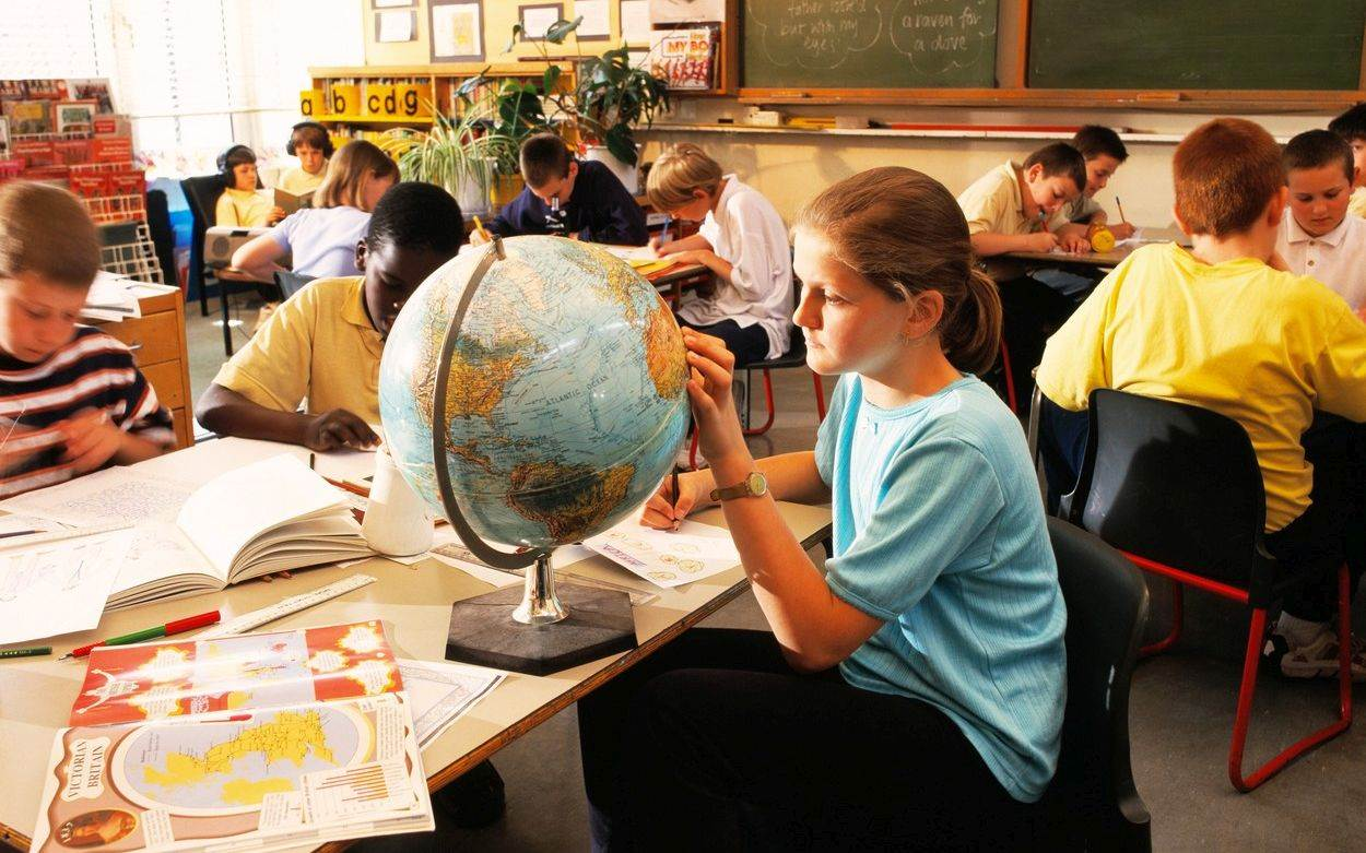 science;education;girl;female;child;children;school;lesson;room;classroom;schoolchild;schoolchildren;schoolgirl;schoolgirls;schoolboy;schoolboys;learning;studying;globe;world;earth;geography;geographical;africa;african;victorian;empire;imperial;history;historical;writing;drawing;english;england;britain;british;uk;united;kingdom;camden;london,people