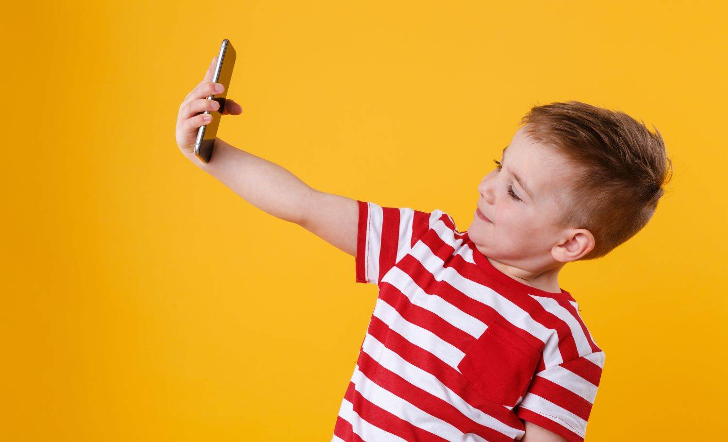 handsome,smartphone,activity,young,caucasian,kid,isolated,record