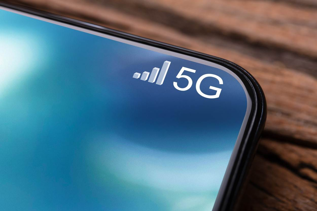 5g;mobile;internet;phone;smart;connect;network;screen;technology;smartphone;generation;business;computer;sign;digital;data;signal;web;global;background;speed;concept;icon;iot;information;modern;wireless;symbol;communication;cellular;connection;telecommunication