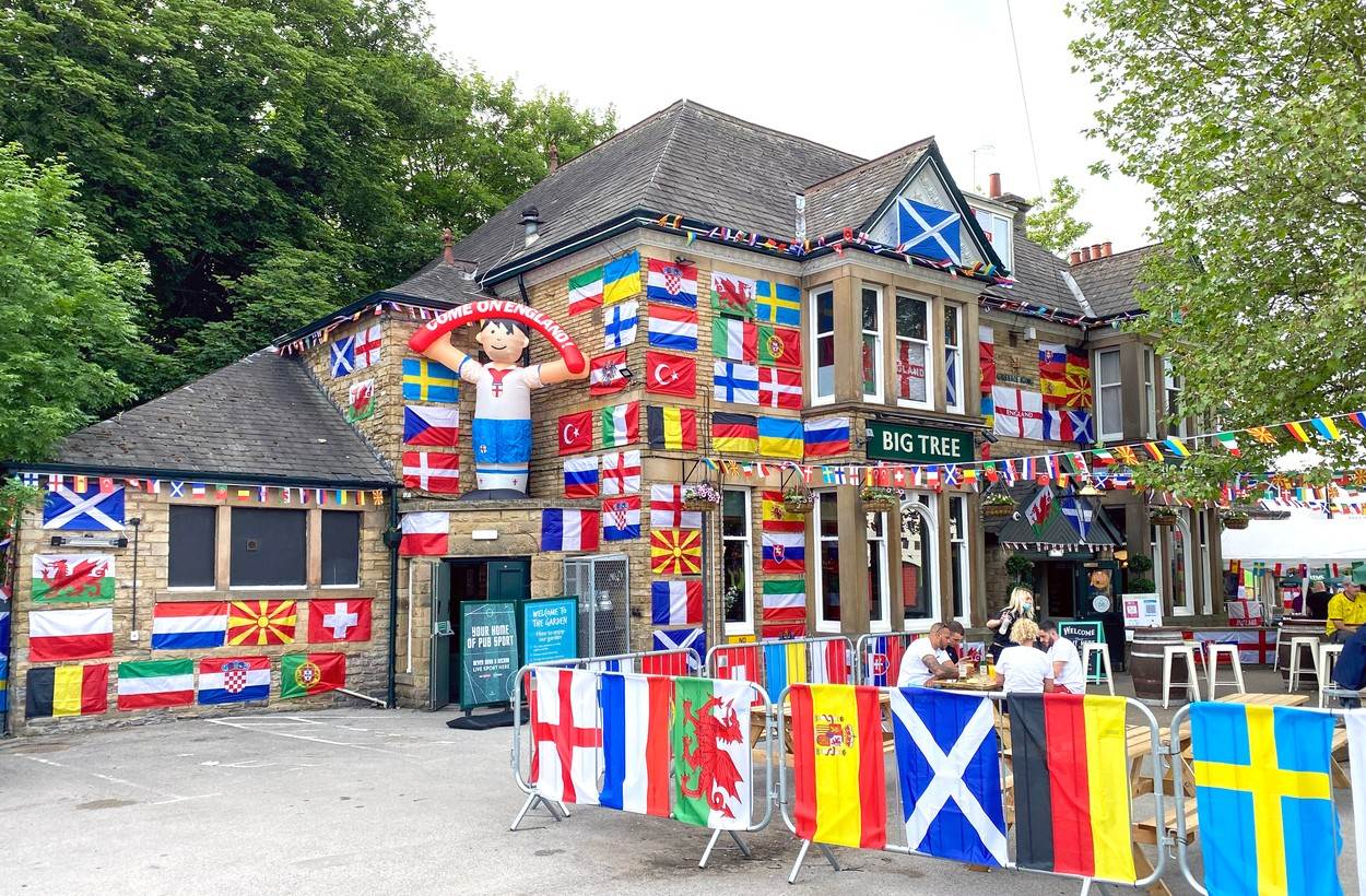 Big Tree;Pub;Sheffield;Euros;Football;Decorated;Decoration;Flags;European;Europe;Soccer;Excited;Sports;category_code_photo:-exclusive-news