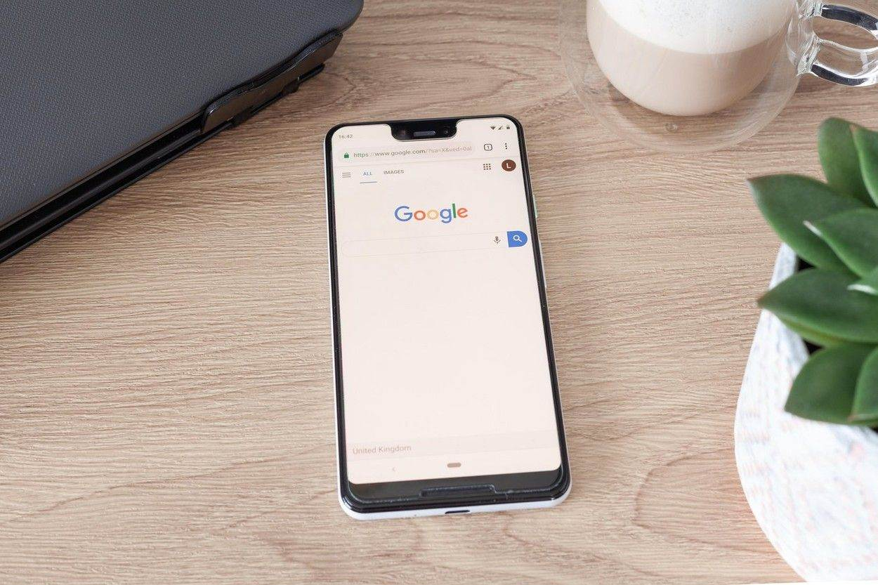 web browser;phone app;google search bar;coffee cup;phone mockup;communication;technology;cell;cellphone;modern;internet;web;design;gadget;button;call;cellular;device;Google Pixel 3 XL;Smartphone;Google;Phone;Android;Screen;mockup screen;app screen;app list;Google Phone;Android Smartphone;Google Logo;Logo;White;Black;Plain background;Clean colour;desk;laptop;plant;coffee;phone on desk;smartphone on desk;Google Pixel 3 on desk;Search Engine;Google Chrome;wood grain;green plant;pot plant;clear coffee mug;latte;work desk;c;alamyunknown;NOT_EDITORIAL_ONLY
